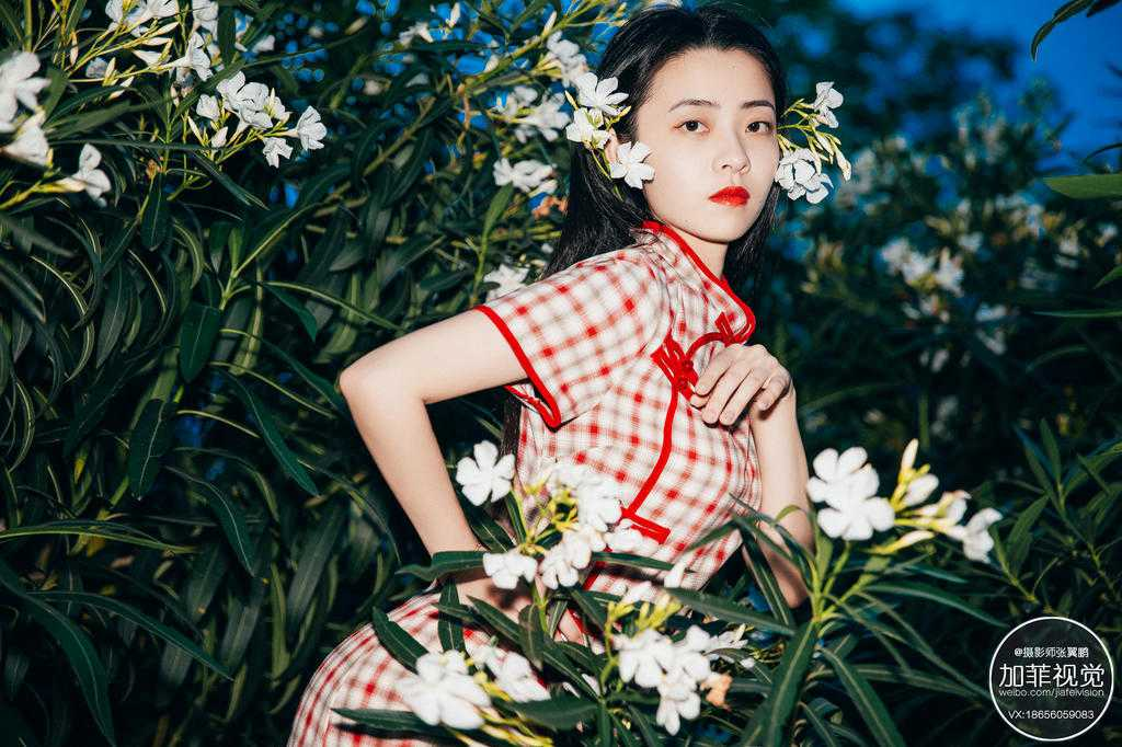 高冷美女旗袍写真