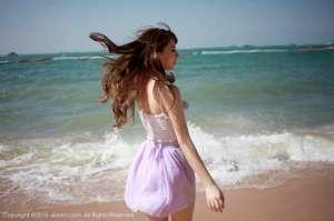 巨乳美女海边低胸写真