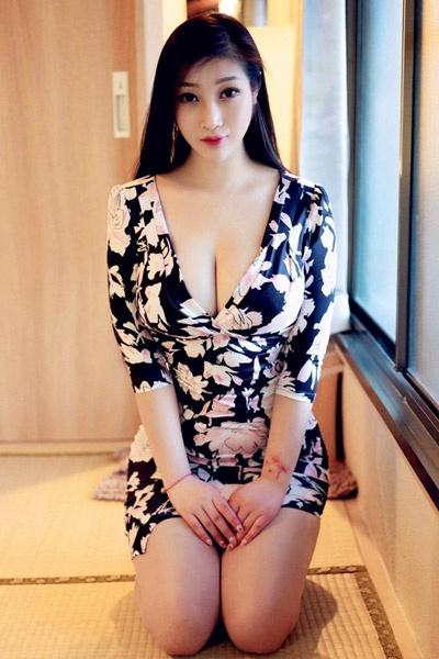 亚洲极品美女丰乳肥臀人体艺术照片