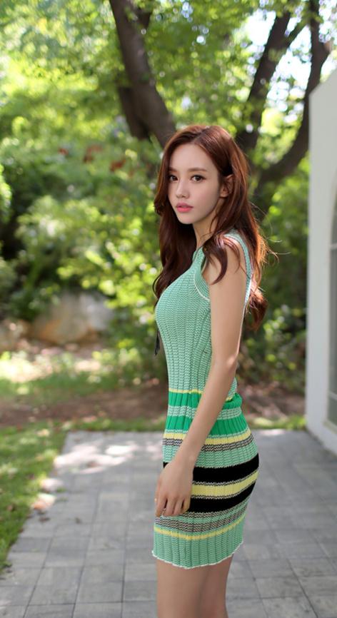 韩国漂亮美女修身超短秀好身材