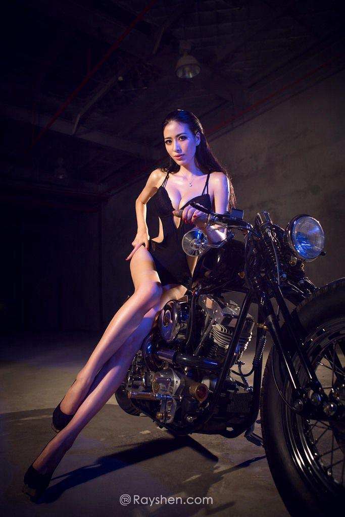 性感蕾丝花边网状丝袜摩托车美女